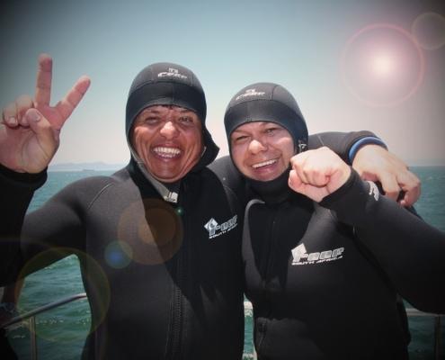 2 people were shark diving